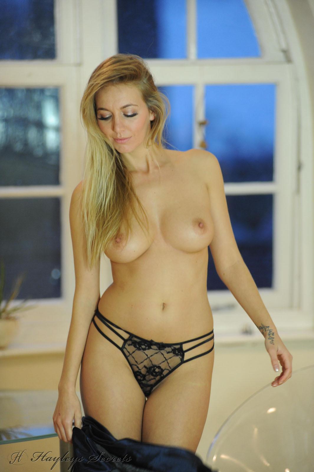 self-nudes-haley-chocolate-nude-shemale