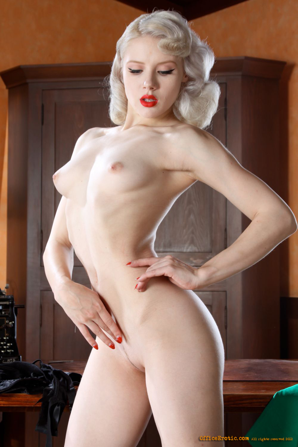 model-mosh-pussy-play-boy-mate-naked