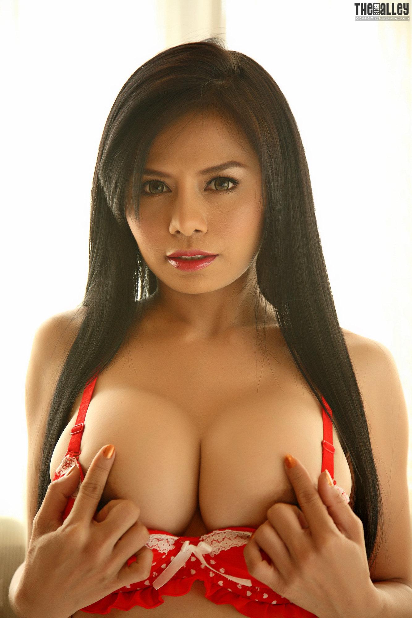 babes-busty-asian-latina-nude